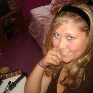 Kourtney, 25, woman